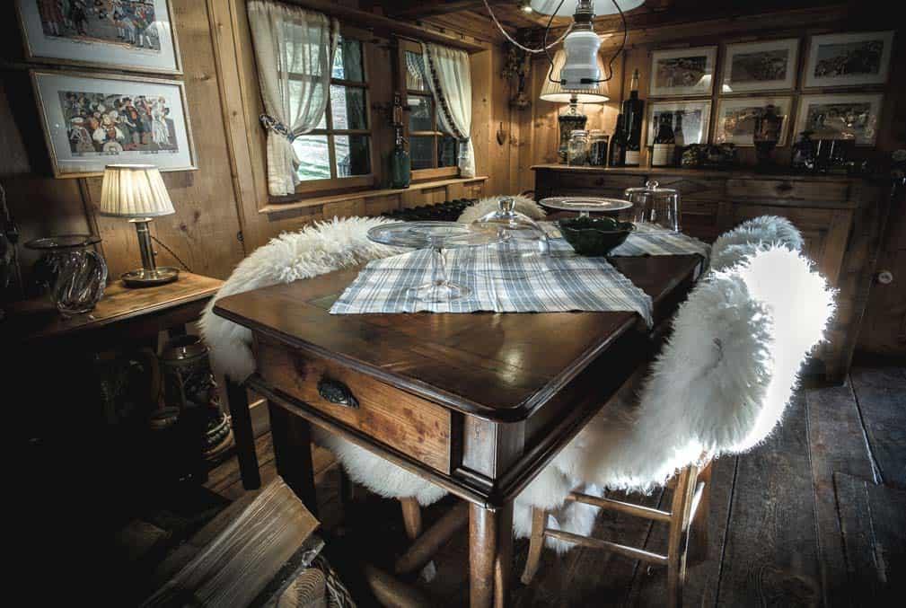 La Ferme des Vônezins & restaurant d'alpage en montagne dans les Aravis à Thônes en Haute-Savoie entre le Lac d'Annecy, la Clusaz & le Grand-Bornand