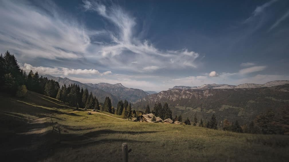 La Ferme des Vônezins votre hôtel de charme, chalet-chambres d'hôtes, spa & restaurant d'alpage dans les Aravis à Thônes en Haute-Savoie entre le Lac d'Annecy, la Clusaz & le Grand-Bornand
